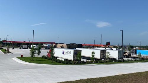 RaceTrac's Davenport Travel Center exterior