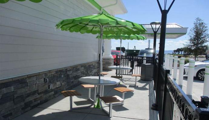 Cumberland Farms outdoor patio seating