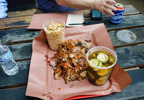 Pulled pork, cole slaw and spicy pickles at la Barbecue