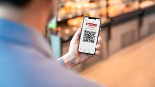 A GetGo consumer using Grabango app